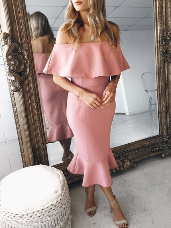 Sukienka Kendallme z krótkim rękawem z odkrytymi ramionami