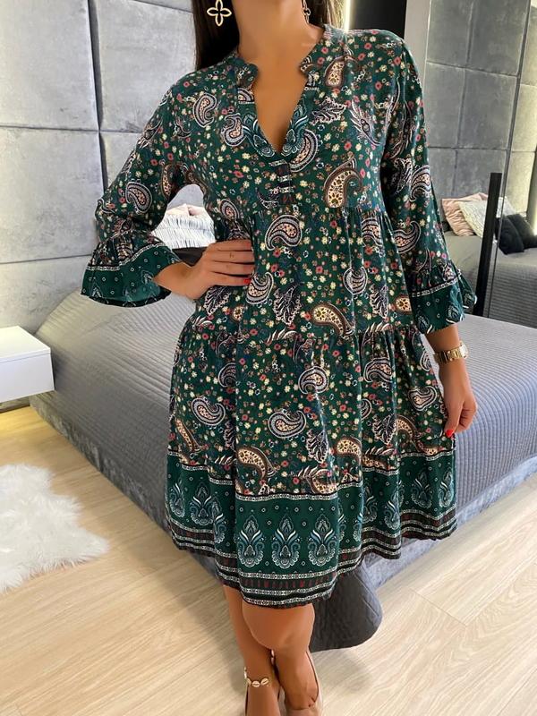 Sukienka ModnaKiecka.pl z dekoltem w kształcie litery v z długim rękawem