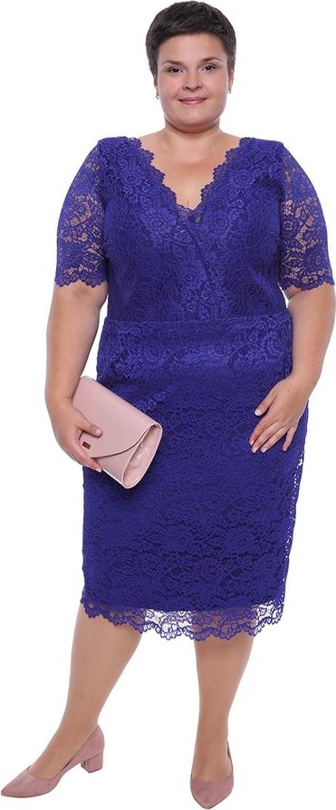 Sukienka modneduzerozmiary.pl midi z bawełny z dekoltem w kształcie litery v