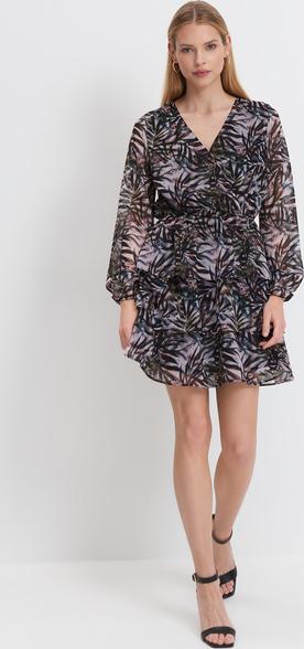 Sukienka Mohito z dekoltem w kształcie litery v z długim rękawem mini