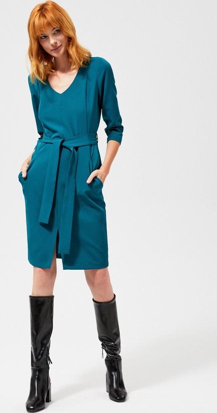 Sukienka Moodo z długim rękawem z dekoltem w kształcie litery v w stylu casual