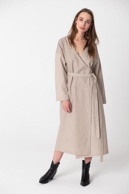 Sukienka NEATNESS oversize z długim rękawem maxi