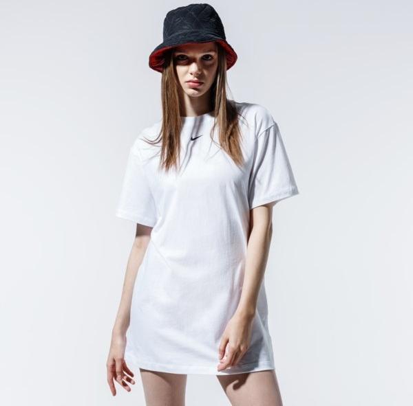 Sukienka Nike z okrągłym dekoltem w sportowym stylu prosta