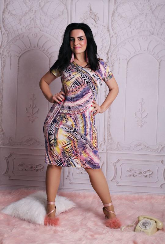 Sukienka Oscar Fashion w stylu casual z dekoltem w kształcie litery v