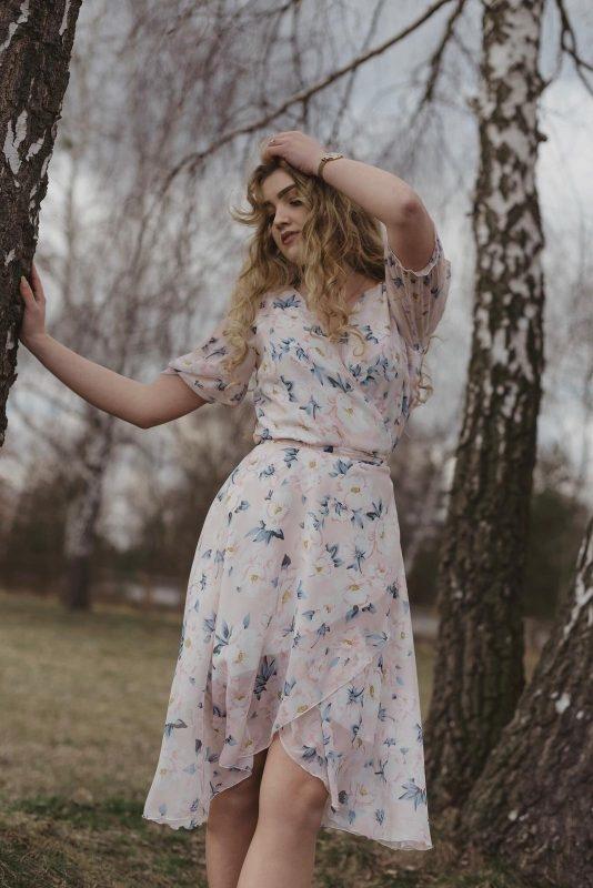 Sukienka Oscar Fashion z długim rękawem z szyfonu asymetryczna