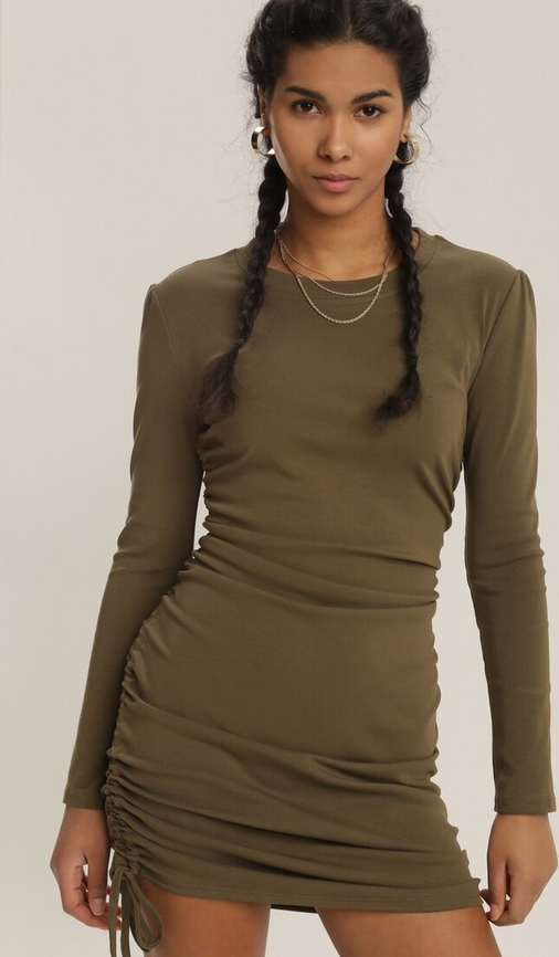 Sukienka Renee z okrągłym dekoltem dopasowana w stylu casual