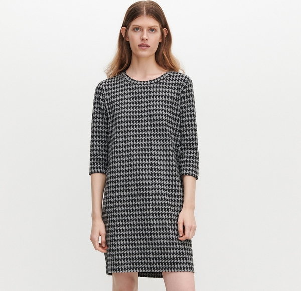 Sukienka Reserved mini w stylu casual z długim rękawem