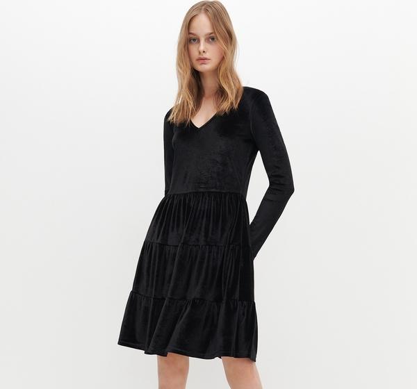 Sukienka Reserved z dekoltem w kształcie litery v z weluru z długim rękawem