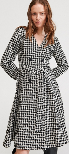 Sukienka Reserved z długim rękawem w stylu casual
