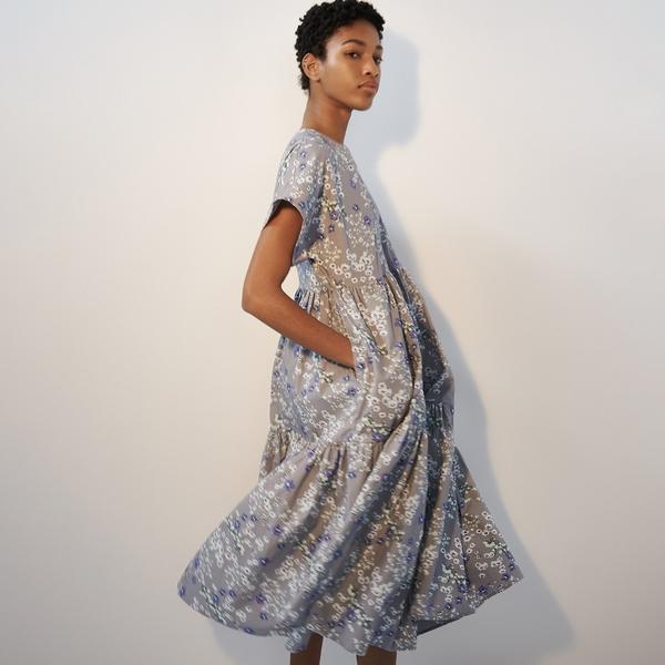 Sukienka Reserved z krótkim rękawem midi w stylu casual