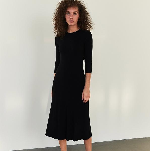 Sukienka Reserved z okrągłym dekoltem midi w stylu casual