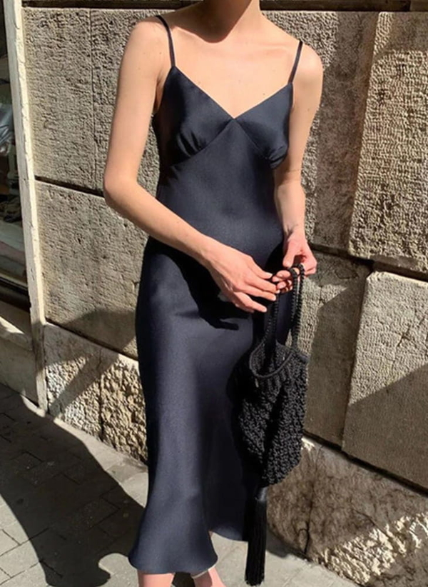 Sukienka Sandbella z satyny na ramiączkach midi