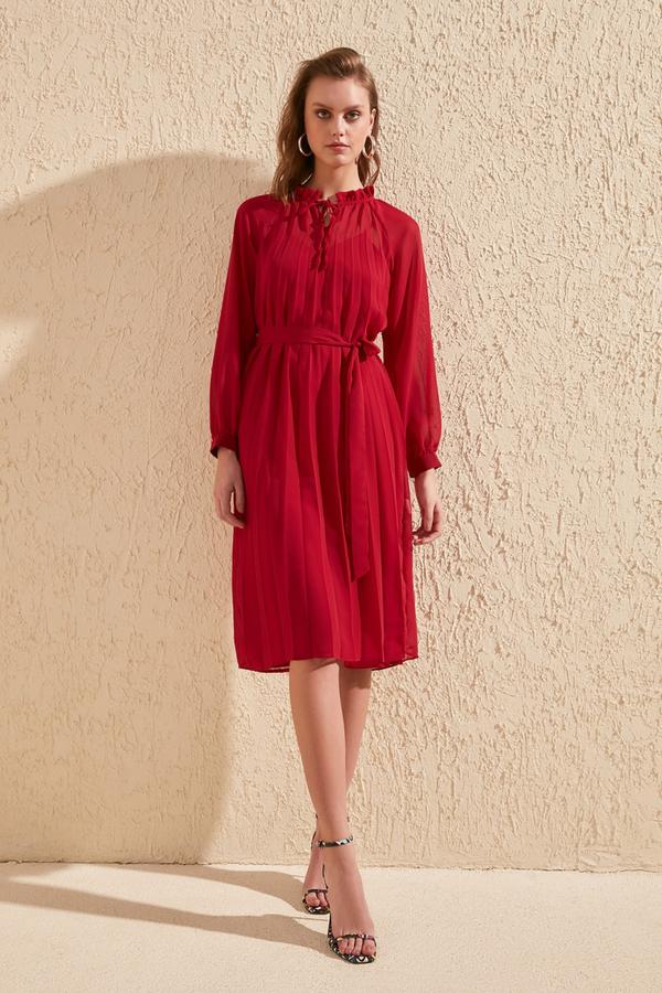 Sukienka Trendyol midi z długim rękawem