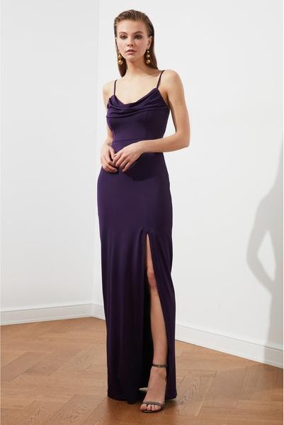 Sukienka Trendyol z dekoltem w kształcie litery v maxi na ramiączkach