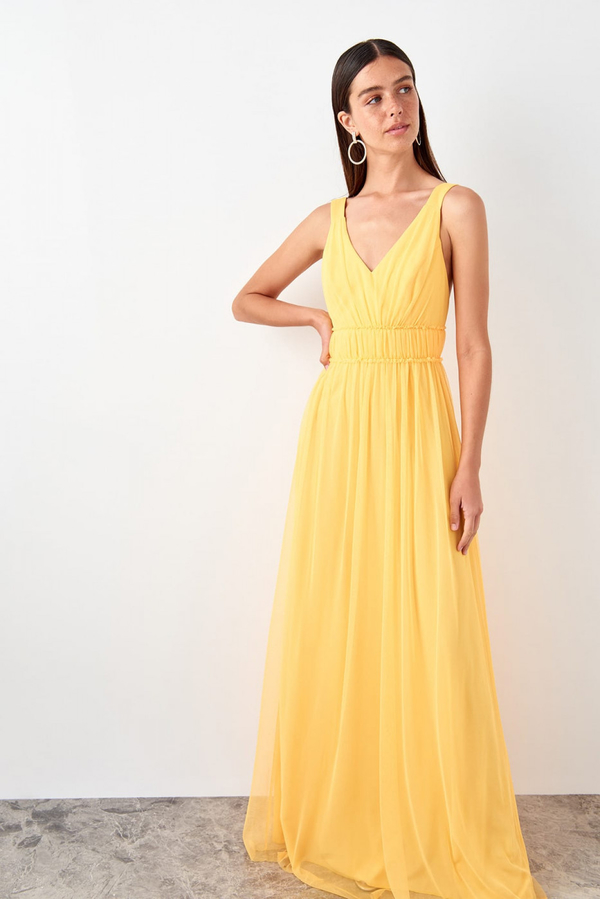 Sukienka Trendyol z dekoltem w kształcie litery v maxi rozkloszowana