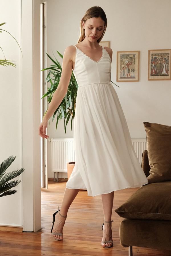 Sukienka Trendyol z dekoltem w kształcie litery v midi