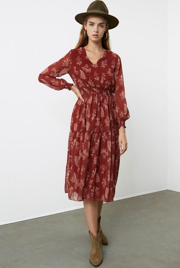 Sukienka Trendyol z dekoltem w kształcie litery v z długim rękawem midi