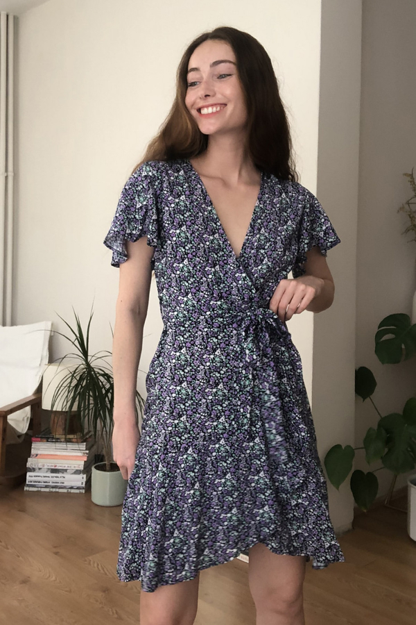 Sukienka Trendyol z dekoltem w kształcie litery v z krótkim rękawem mini