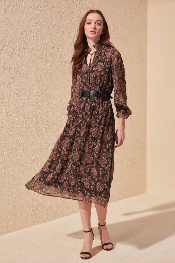 Sukienka Trendyol z długim rękawem rozkloszowana