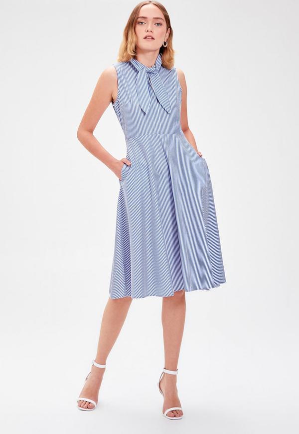 Sukienka Trendyol z żabotem rozkloszowana bez rękawów
