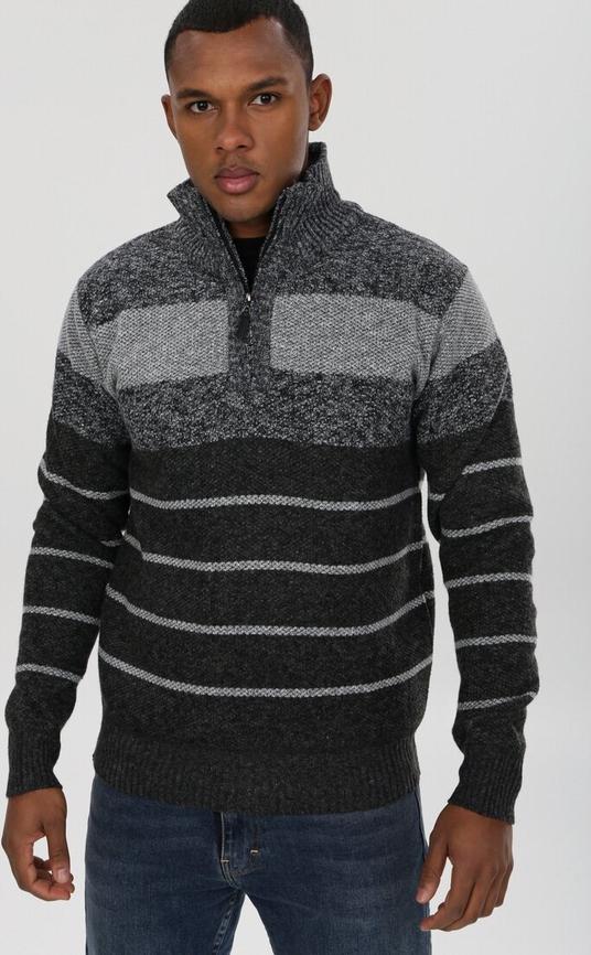 Sweter born2be w młodzieżowym stylu