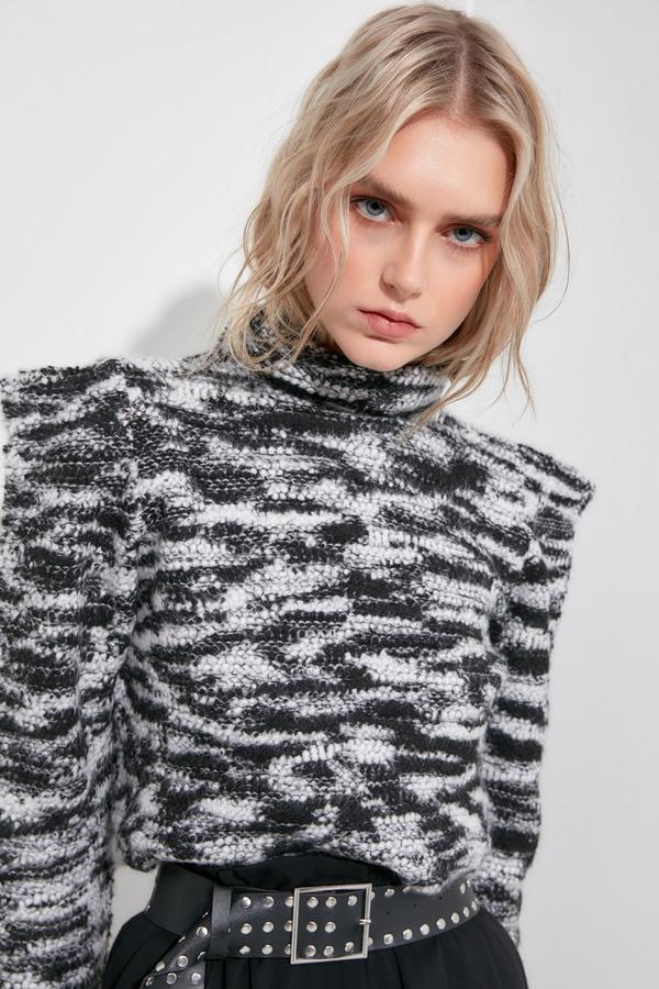 Sweter Trendyol z nadrukiem w stylu casual