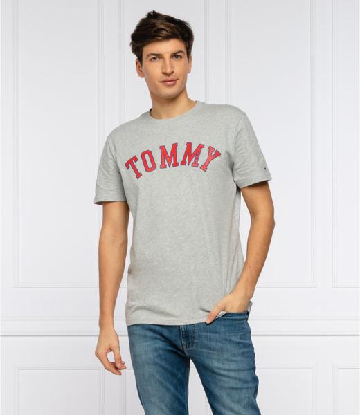 T-shirt Tommy Jeans w młodzieżowym stylu z krótkim rękawem