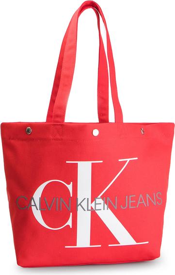 Torebka Calvin Klein na ramię w wakacyjnym stylu