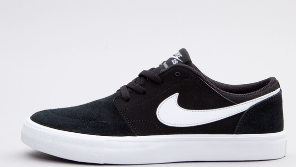 sale retailer 53e7c c3cfe Czarne trampki Nike niskie