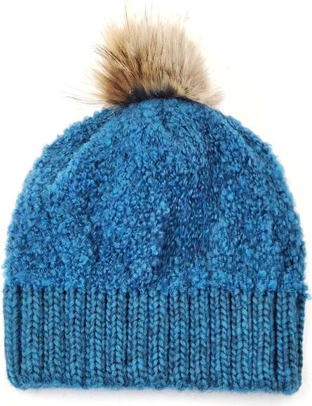 Turkusowa czapka Deha