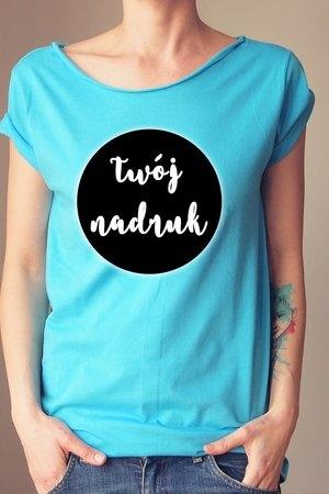 Turkusowy t-shirt ONE MUG A DAY w młodzieżowym stylu