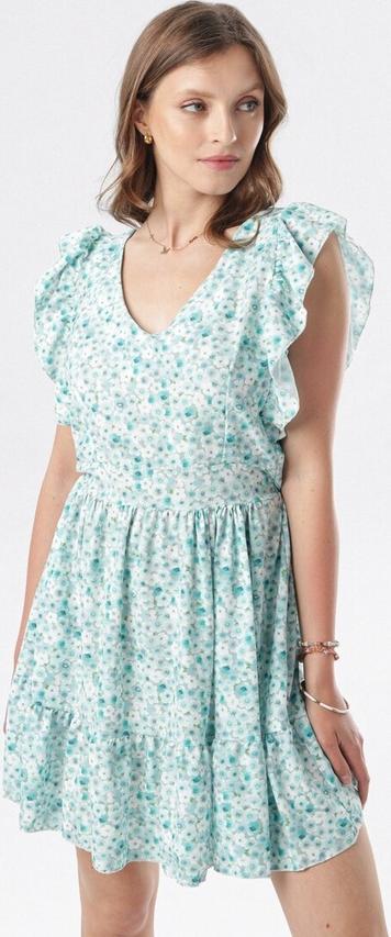 Zielona sukienka born2be rozkloszowana w stylu casual z dekoltem w kształcie litery v
