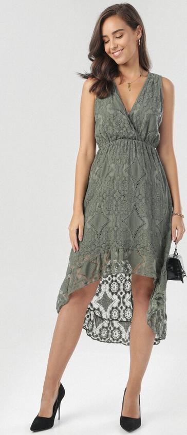 Zielona sukienka born2be z dekoltem w kształcie litery v midi