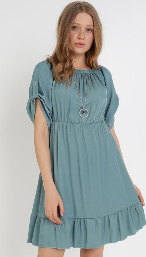 Zielona sukienka born2be z krótkim rękawem z okrągłym dekoltem