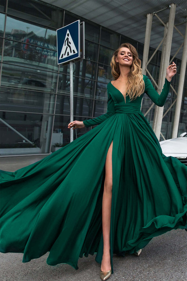 Zielona sukienka Ivet.pl z dekoltem w kształcie litery v maxi