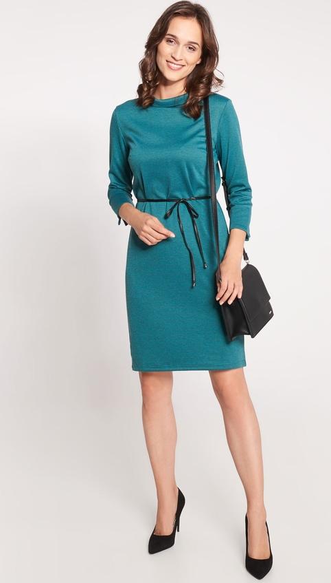Zielona sukienka QUIOSQUE prosta mini z długim rękawem