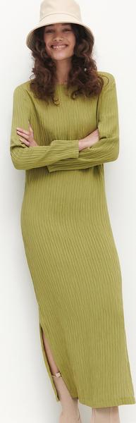 Zielona sukienka Reserved prosta z długim rękawem z okrągłym dekoltem