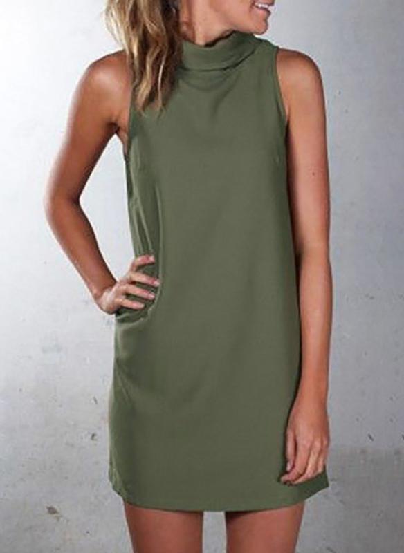 Zielona sukienka Sandbella w militarnym stylu