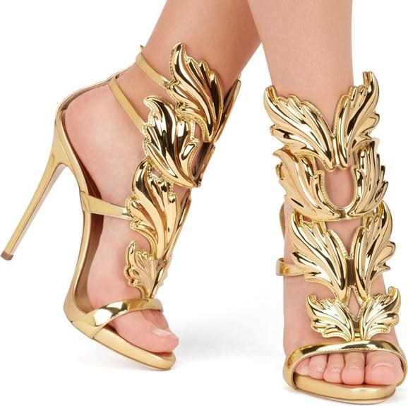 Złote sandały Yaze z klamrami