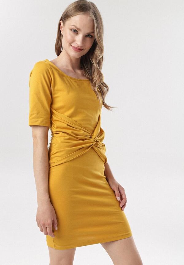 Żółta sukienka born2be z krótkim rękawem w stylu casual