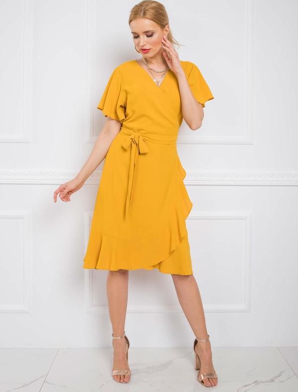 Żółta sukienka Sheandher.pl z dekoltem w kształcie litery v midi