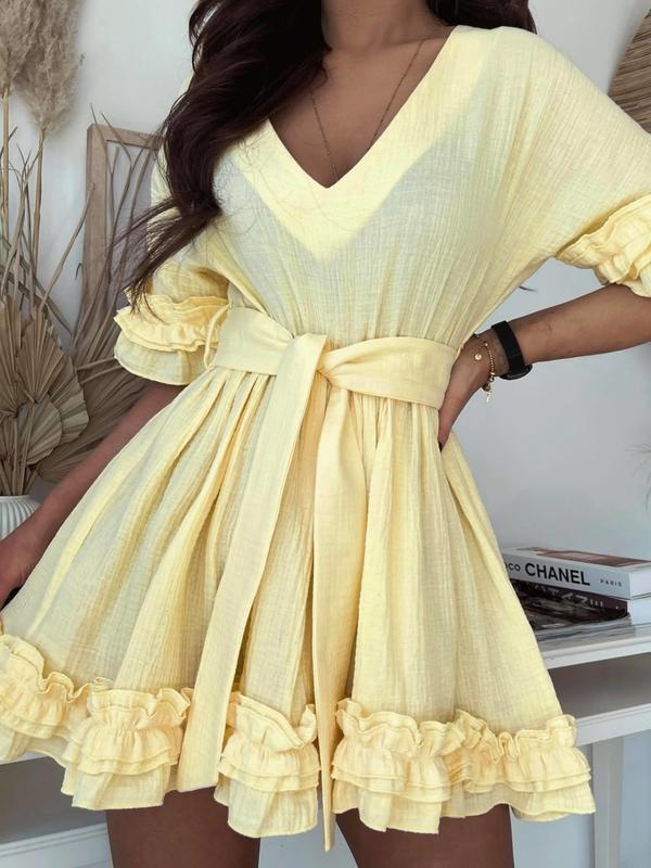 Żółta sukienka Versada mini z dekoltem w kształcie litery v rozkloszowana