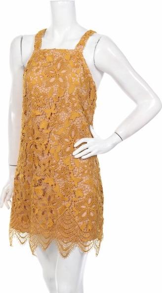Żółta sukienka Wayf z dekoltem w karo na ramiączkach trapezowa