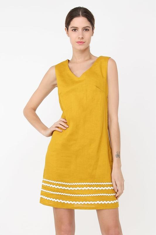 Żółta sukienka William De Faye bez rękawów z dekoltem w kształcie litery v