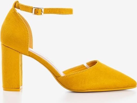 Żółte czółenka Royalfashion.pl ze spiczastym noskiem z klamrami na obcasie