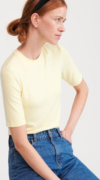 Żółty t-shirt Reserved z krótkim rękawem z okrągłym dekoltem