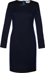 Czarna sukienka Fokus z długim rękawem w stylu casual z okrągłym dekoltem