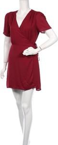 Czerwona sukienka Fashion Union mini z krótkim rękawem kopertowa