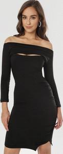 Czarna sukienka born2be z długim rękawem mini w stylu casual