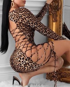 Sukienka Kendallme z długim rękawem z odkrytymi ramionami